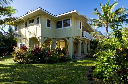 Hale o 39 pulelehu 39 a a beachfront vacation rental on kauai for Hawaii package homes